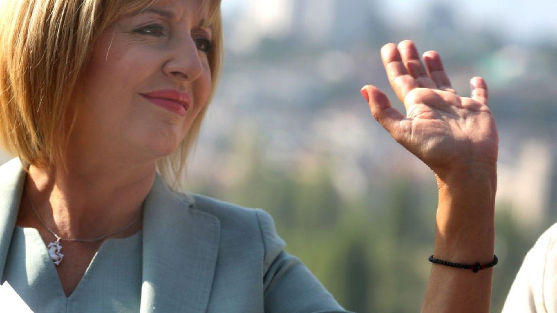 Мая Манолова: Битката за София започна, тя вече е агресивна и с компромати