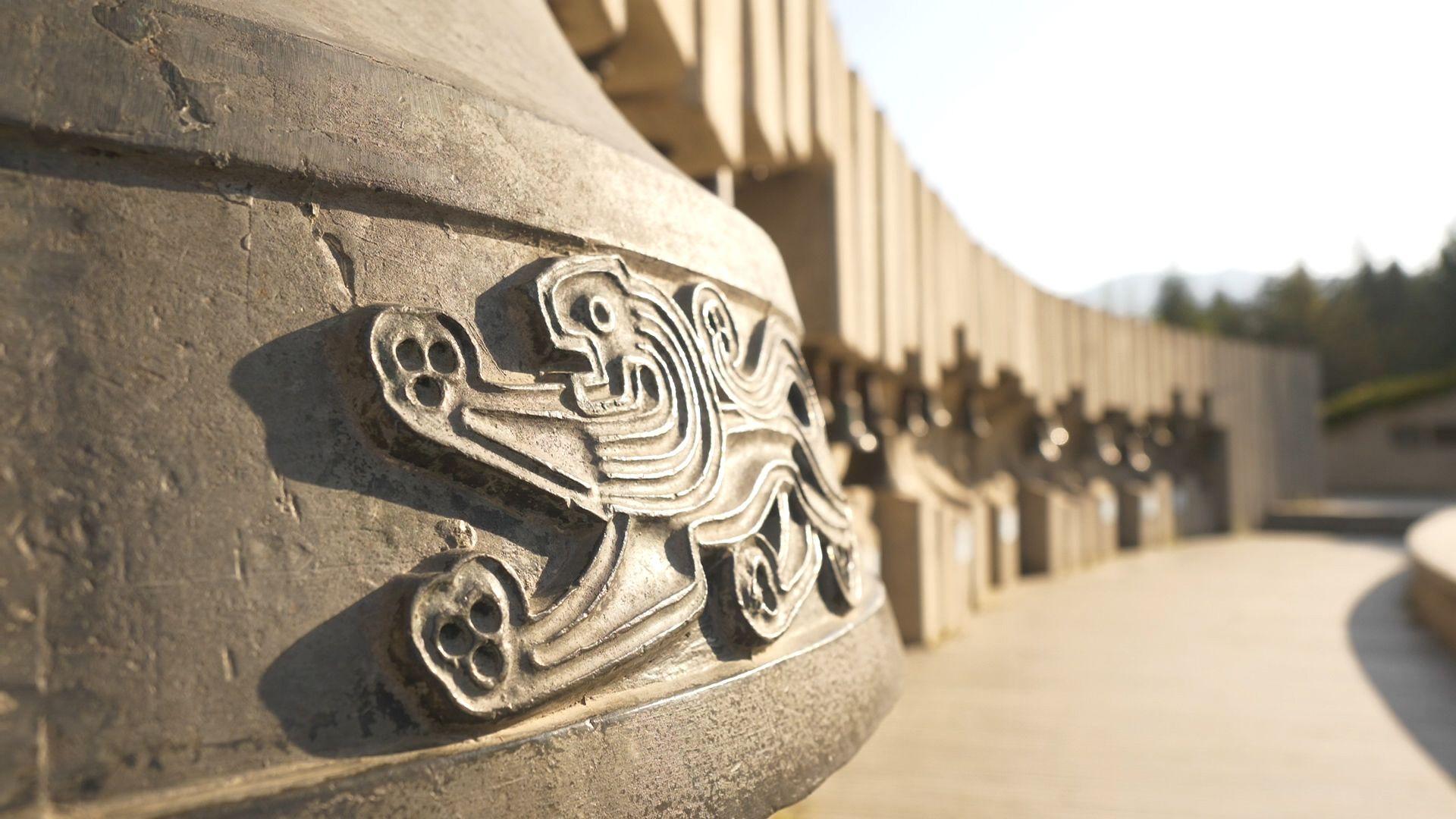 Българската камбана тежи 1300 кг