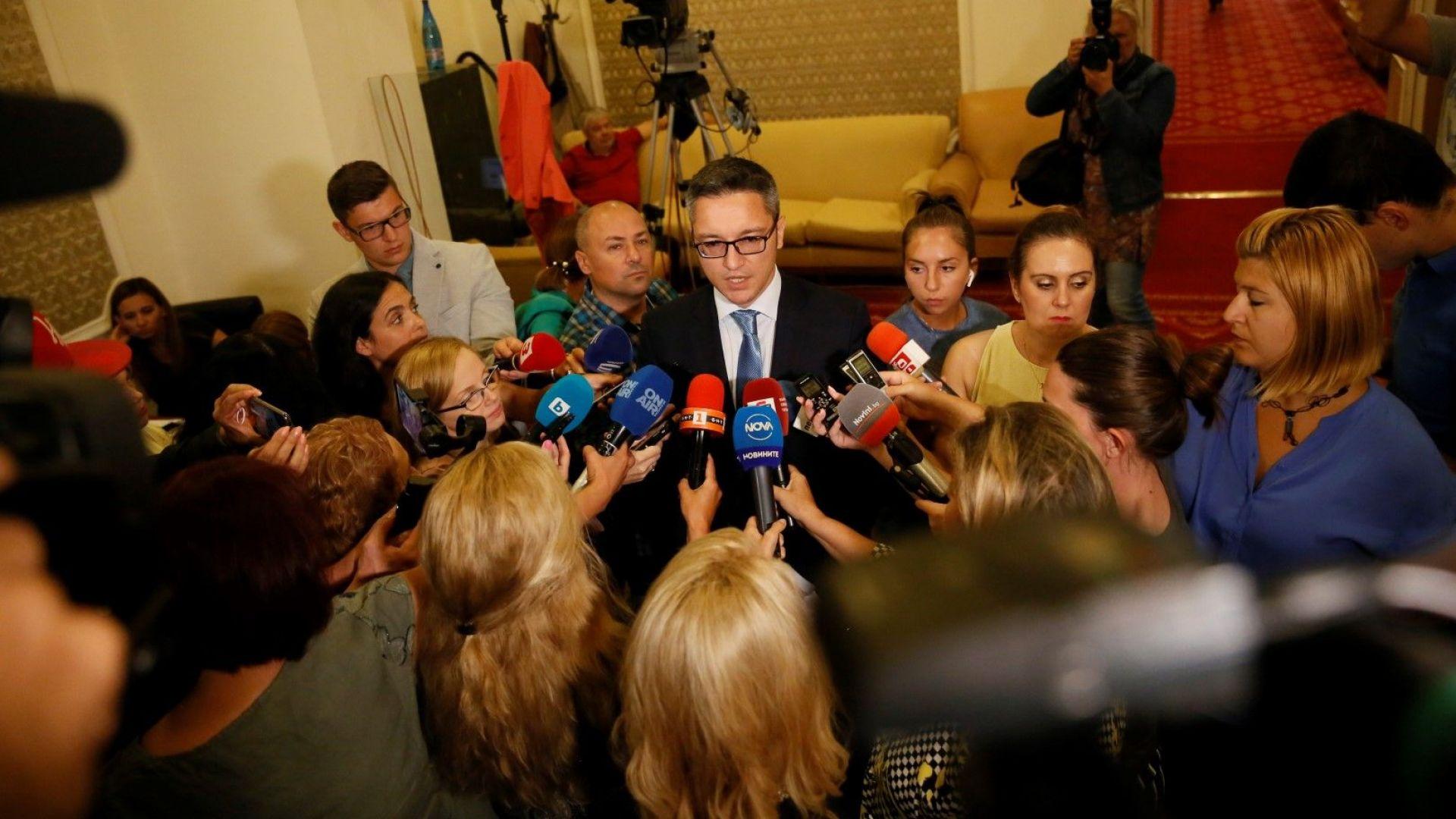 И леви, и десни реагираха остро на изказването на Борисов за Шенген