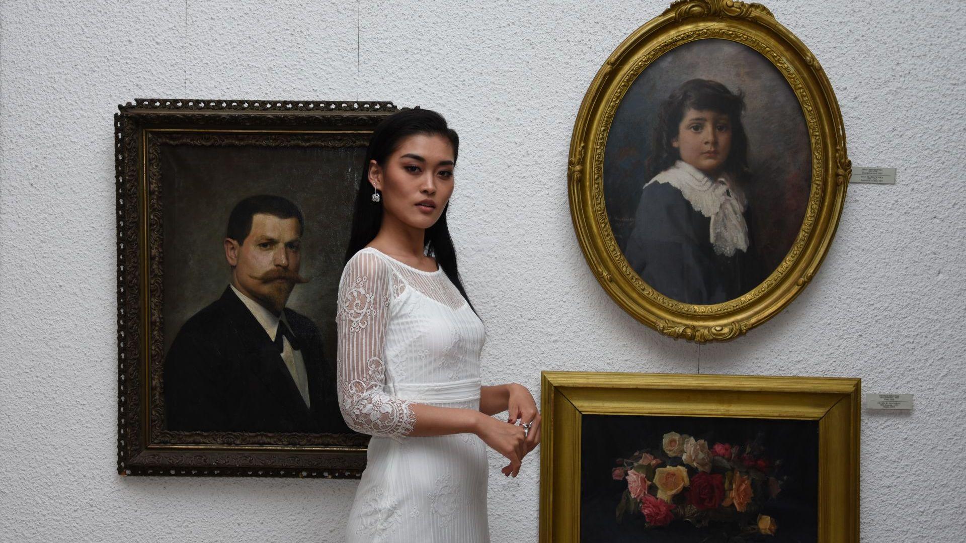 Мис Вселена Китай гостува в Казанлък