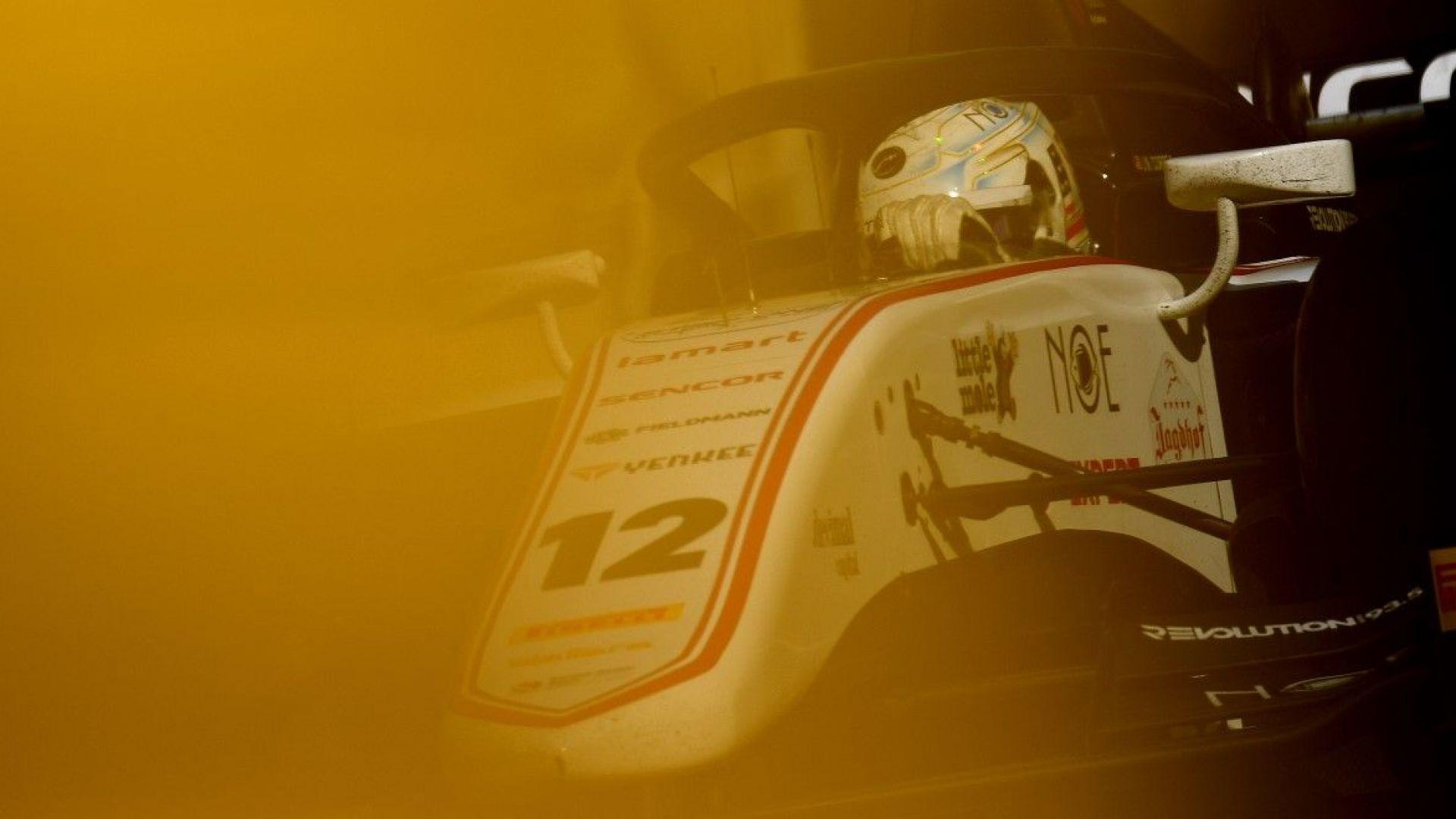 Пострадалият при фаталния сблъсък във Формула 2 е преместен в Англия