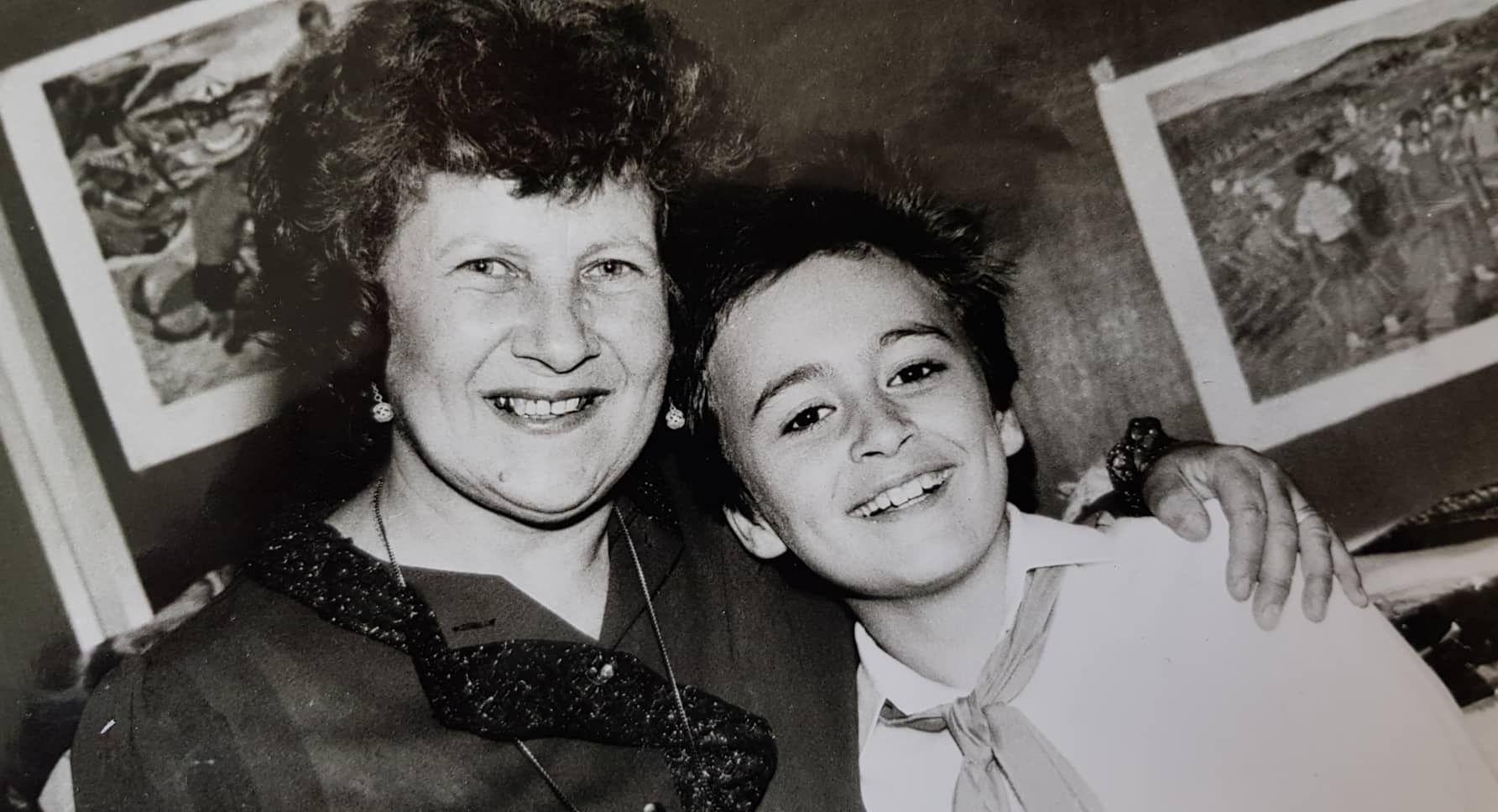 Павел Владимиров с класната му от първи до трети клас - Донка Попова