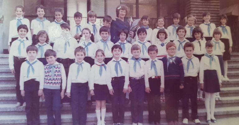 Павел Владимиров в трети клас (първа редица най-вдясно до момичето)