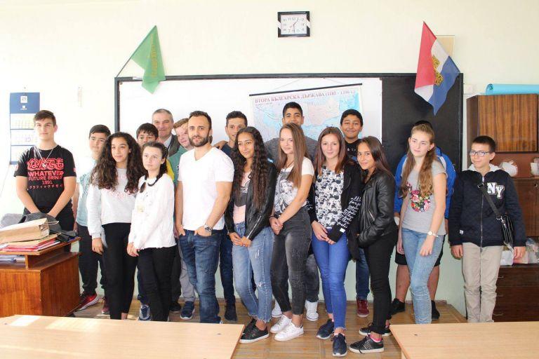 Павел Владимиров като част от инициативата Успели българи дават личен пример