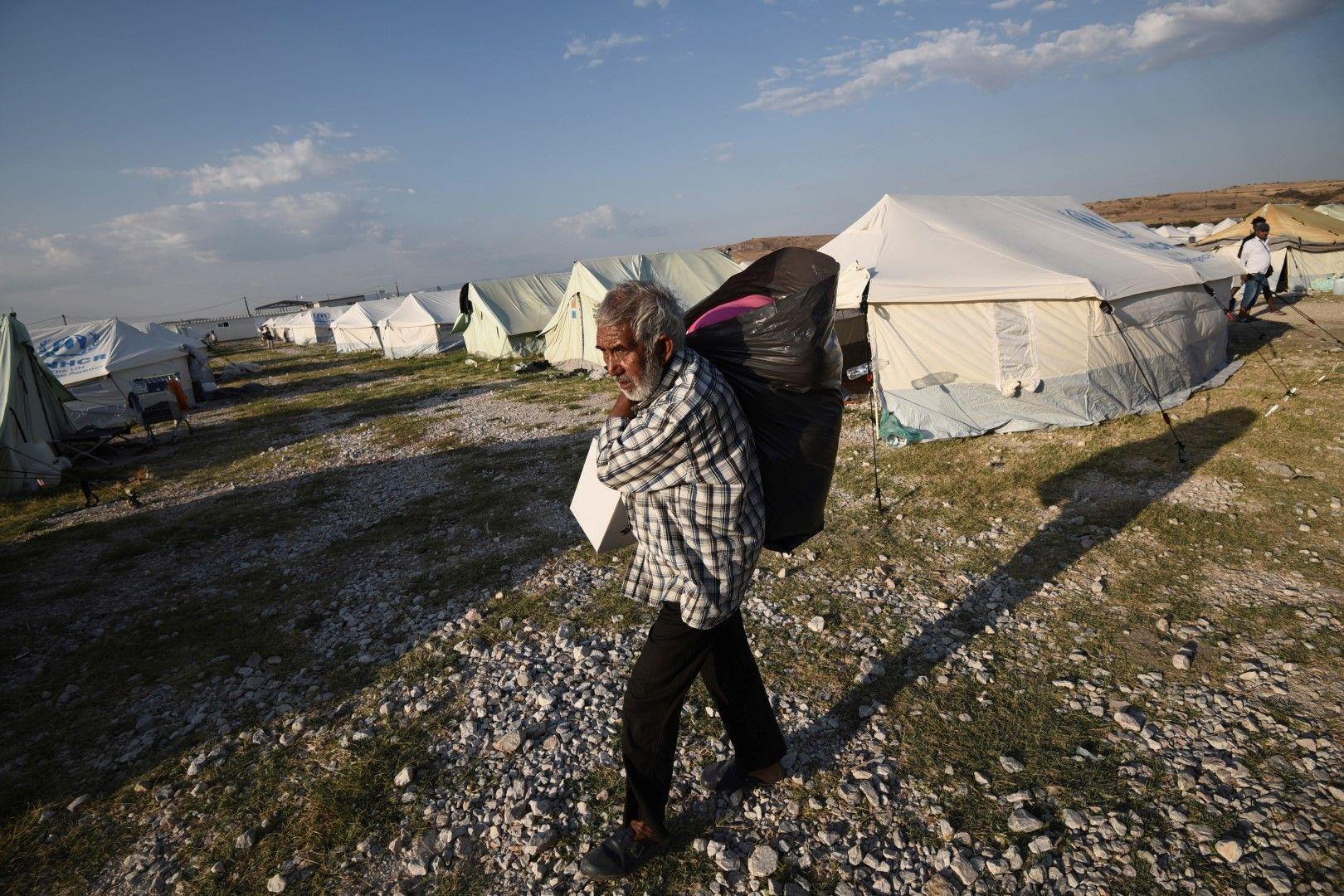 Лагерът за мигранти и бежанци в Неа Кавала