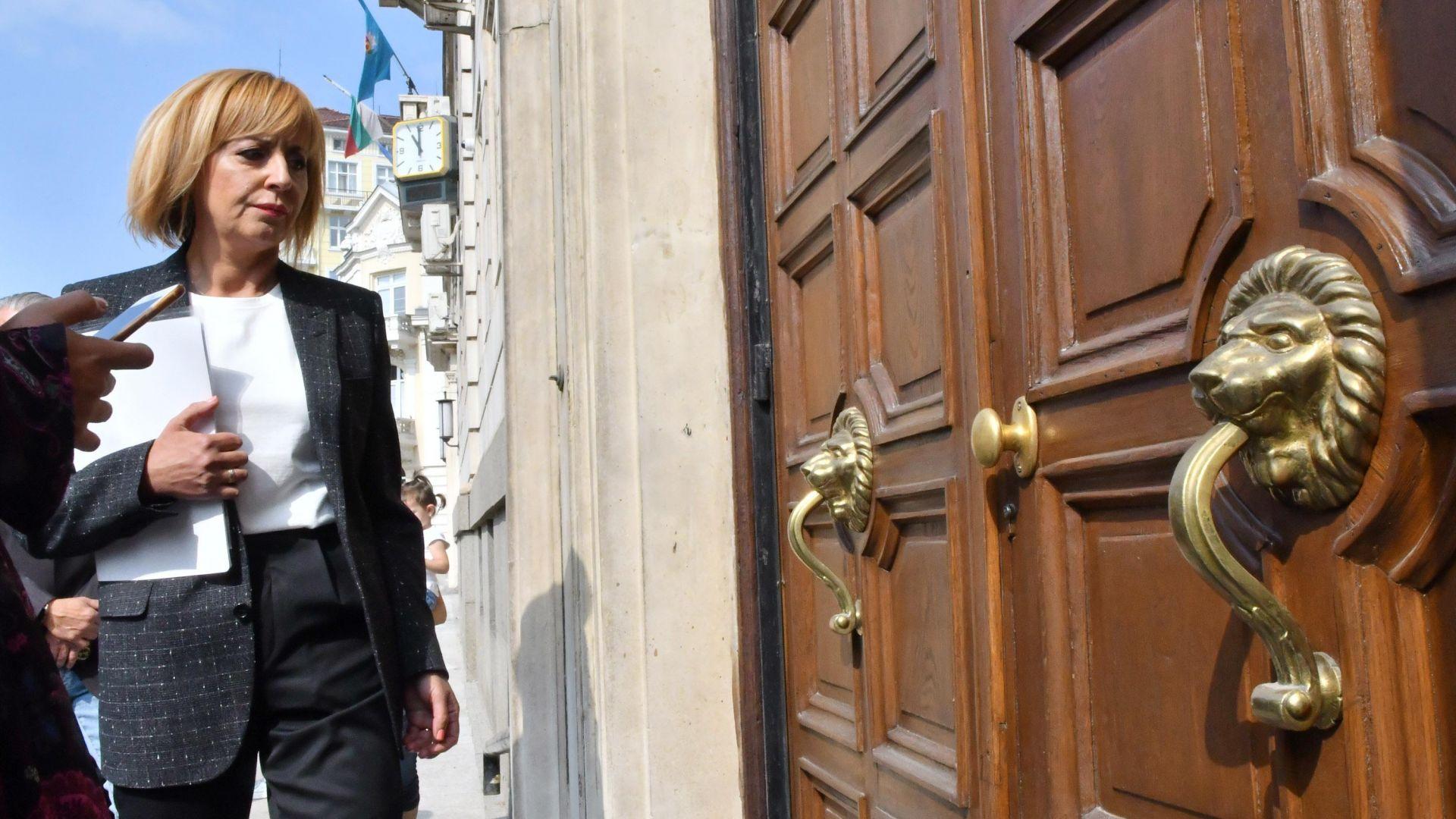 Мая Манолова: Зад мен са гражданите, а не олигарсите