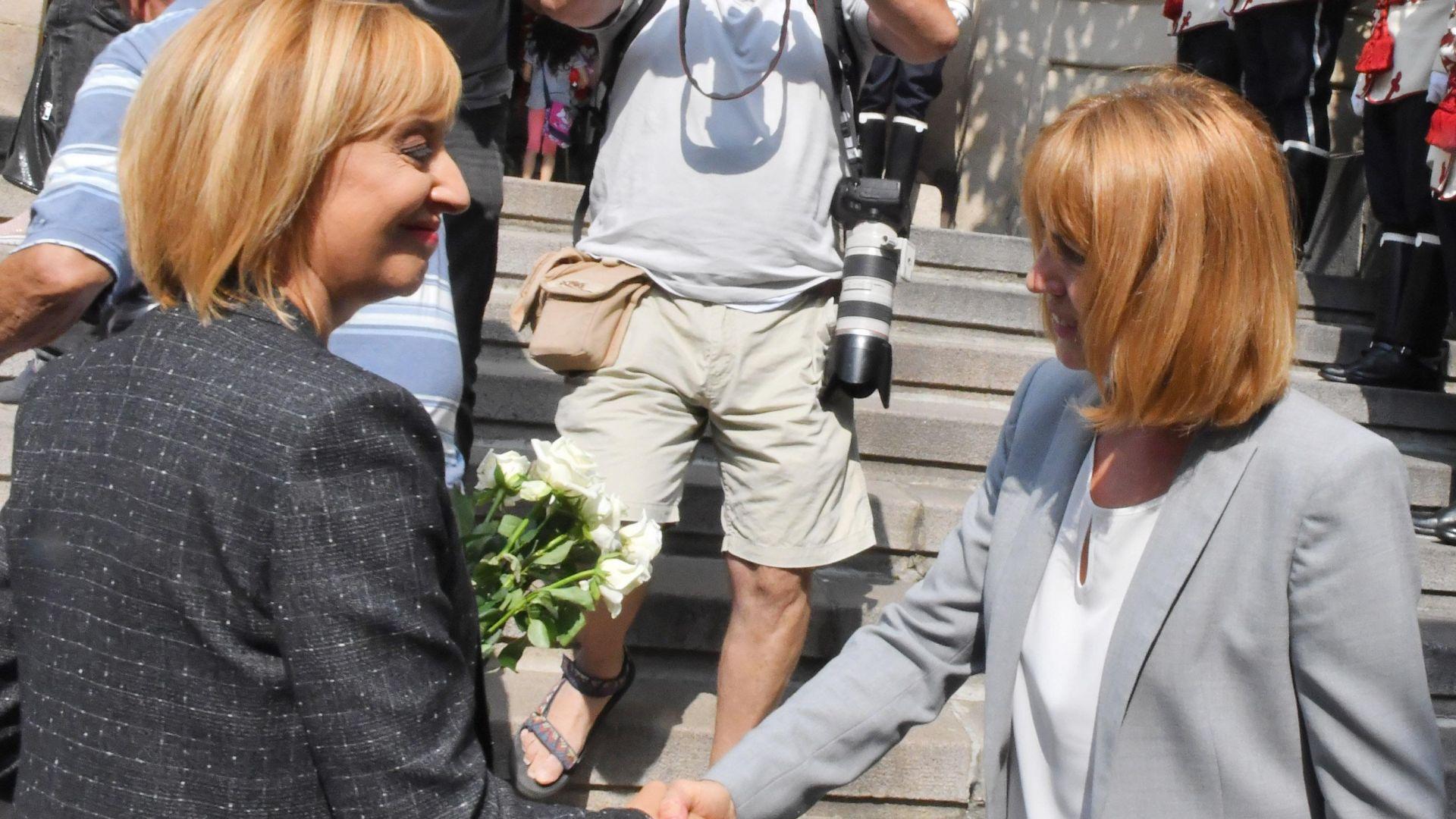Кандидатките за кмет на София Мая Манолова и Йорданка Фандъкова се засякоха пред Костницата на Батенберг