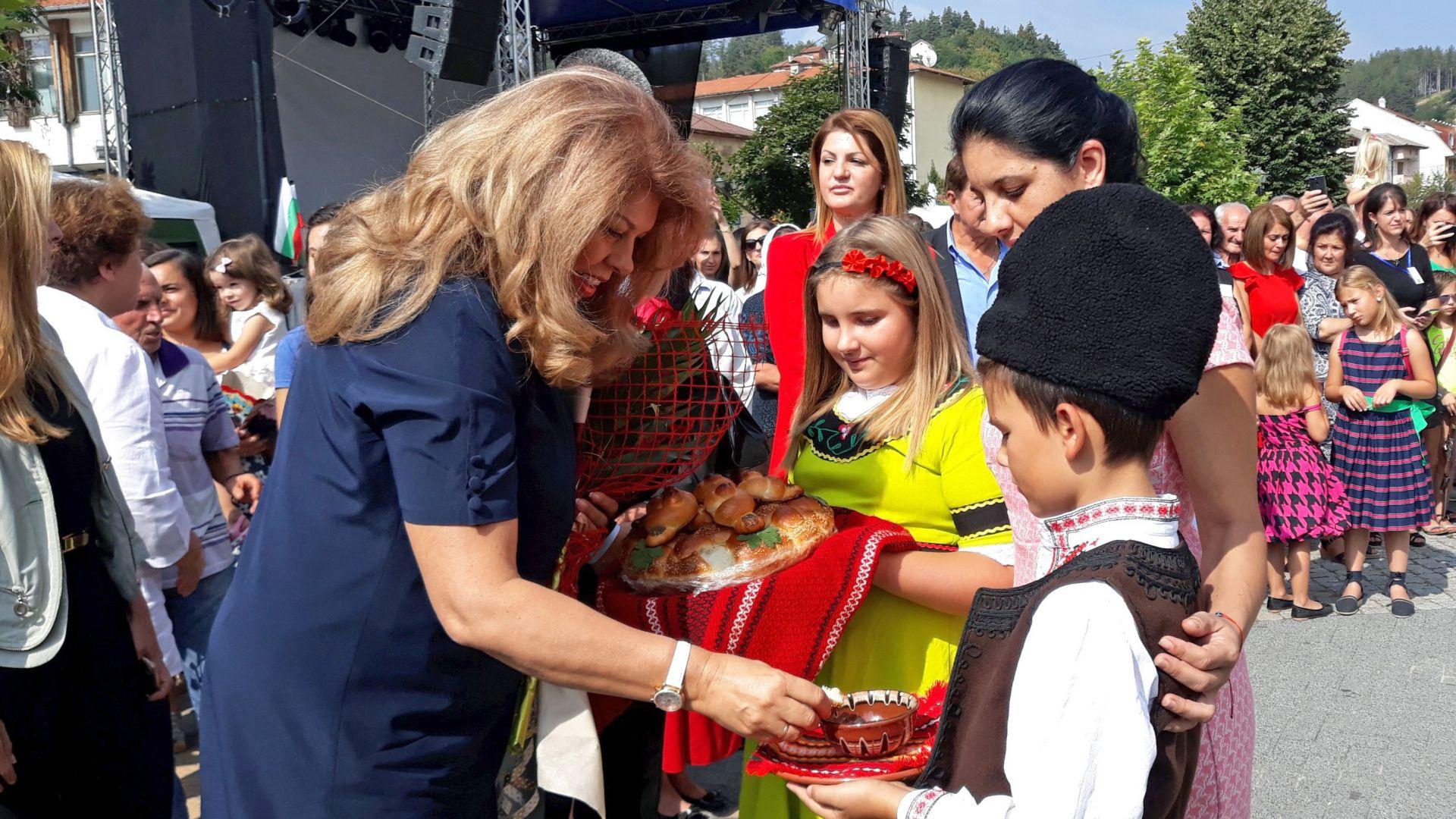 Вицепрезидентът Илияна Йотова: Големият урок на българската история е, че успяваме винаги, когато не се делим