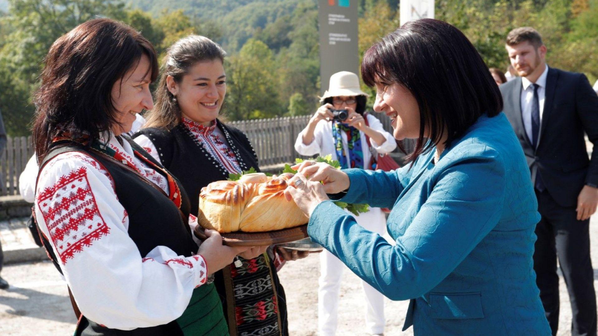 Цвета Караянчева на откриване празника на занаятите