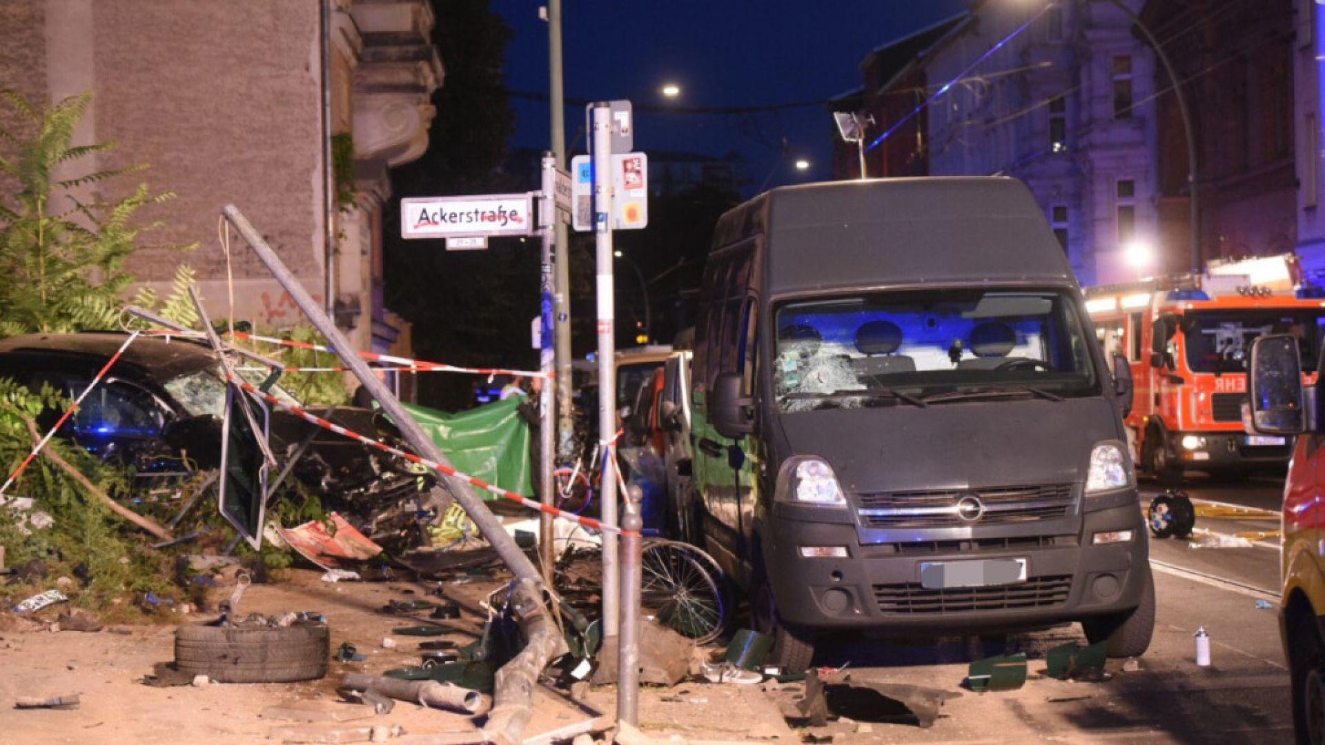 Автомобил уби четирима пешеходци на тротоар в Берлин