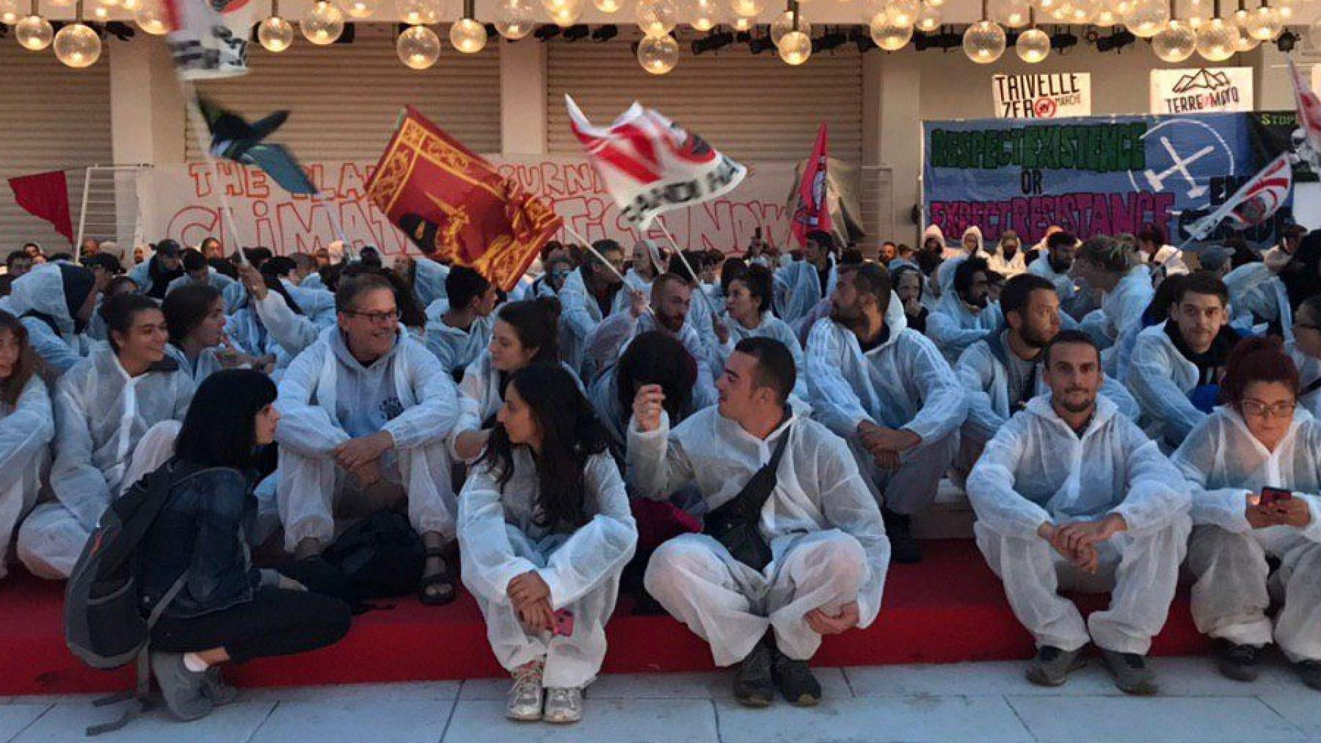 Екоактивисти окупираха кинофестивала във Венеция (видео)
