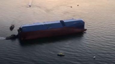 Кораб с автомобили се преобърна край Джорджия (видео)