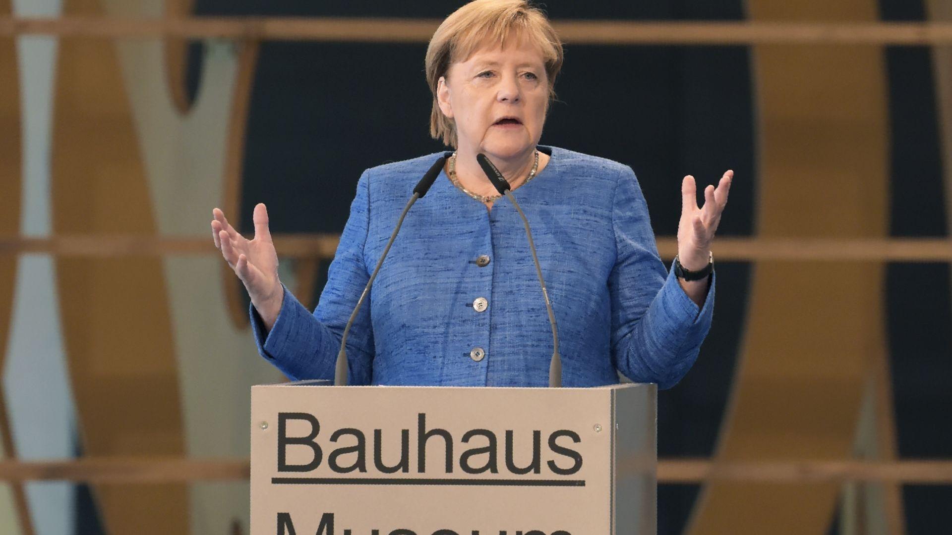 Меркел: Търговската война поставя икономиката в сложна ситуация