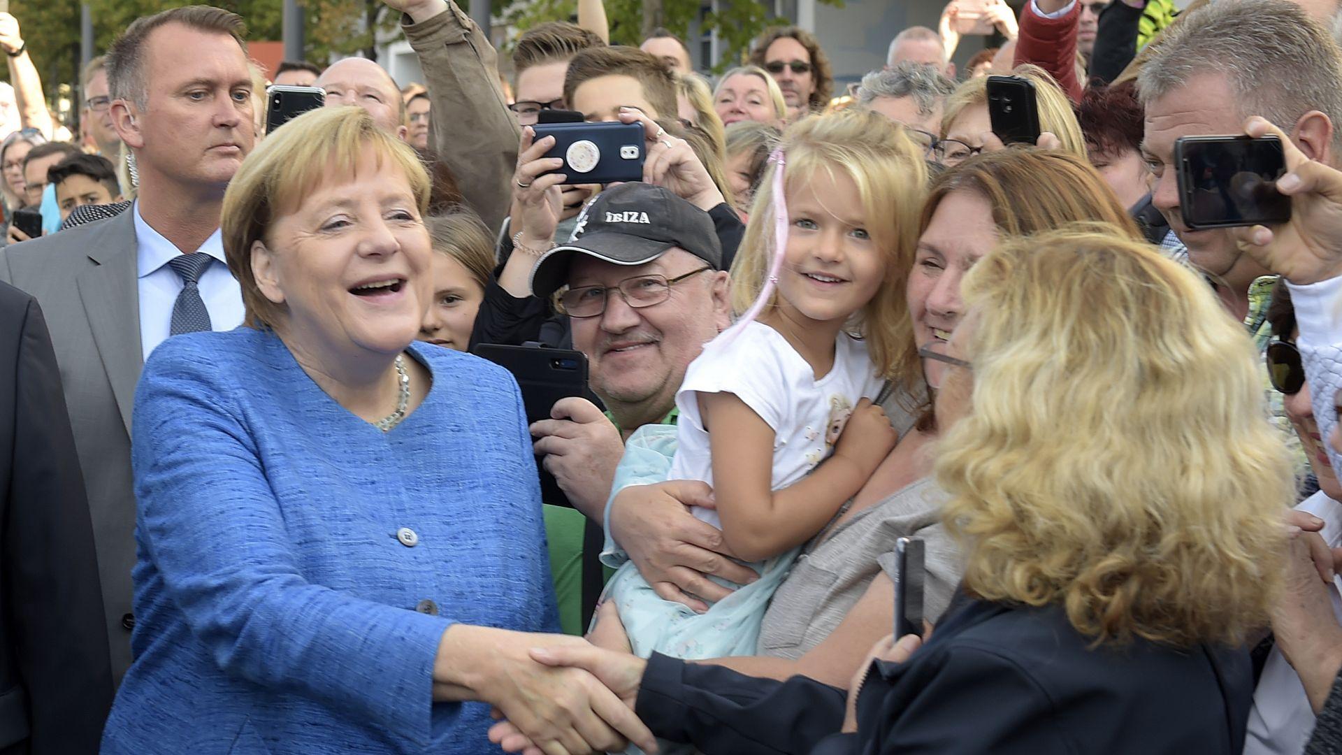 Ангела Меркел откри музей на Баухаус под засилена охрана