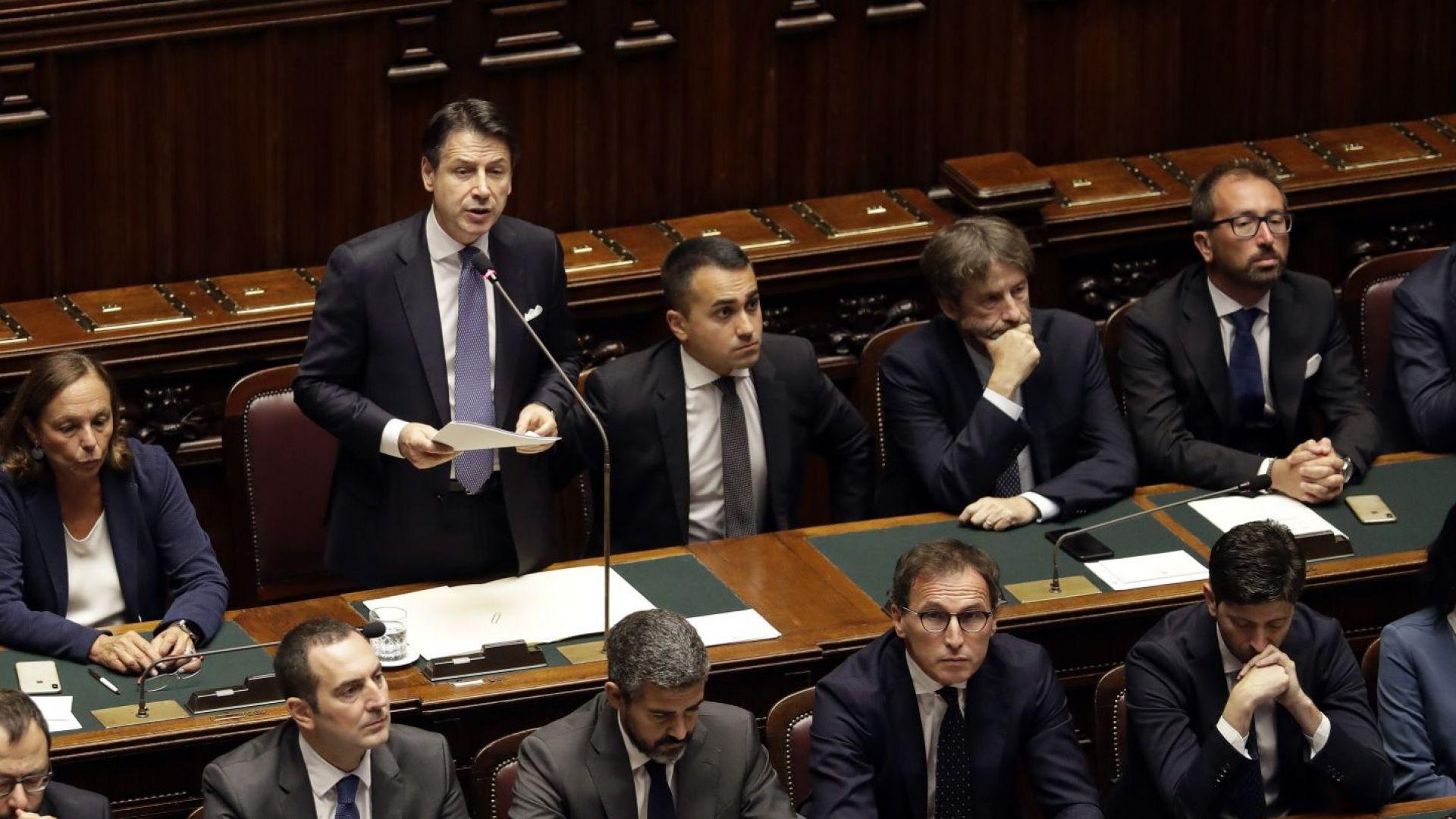Италианският премиер Джузепе Конте призова парламента да подкрепи новото му