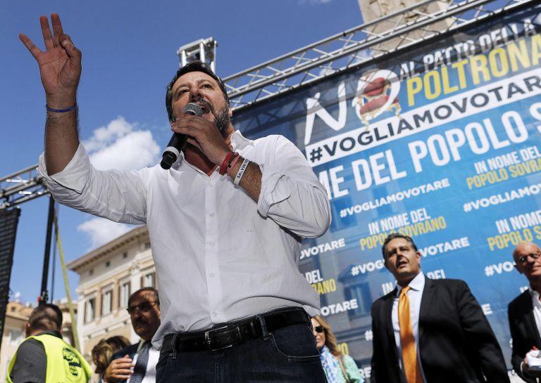 Матео Салвини говори по време на демонстрацията пред парламента