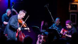 Виртуозният цигулар Найджъл Кенеди пристига в България за концерта си на 21 септември в Пловдив - с кола!