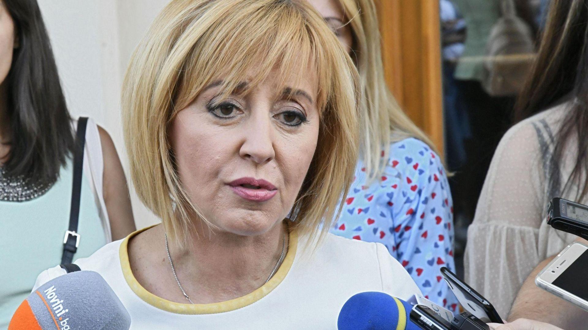 Манолова: По-честно е Фандъкова да излезе в отпуск
