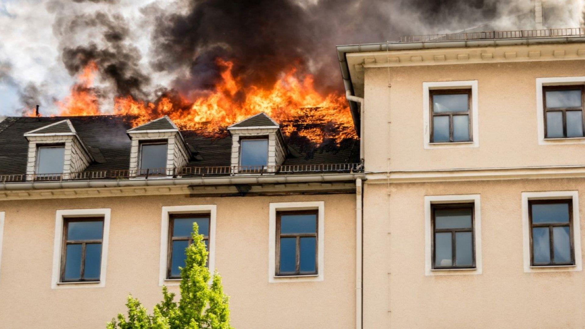 Един човек загина и десетки са ранени при пожар в болница в Дюселдорф
