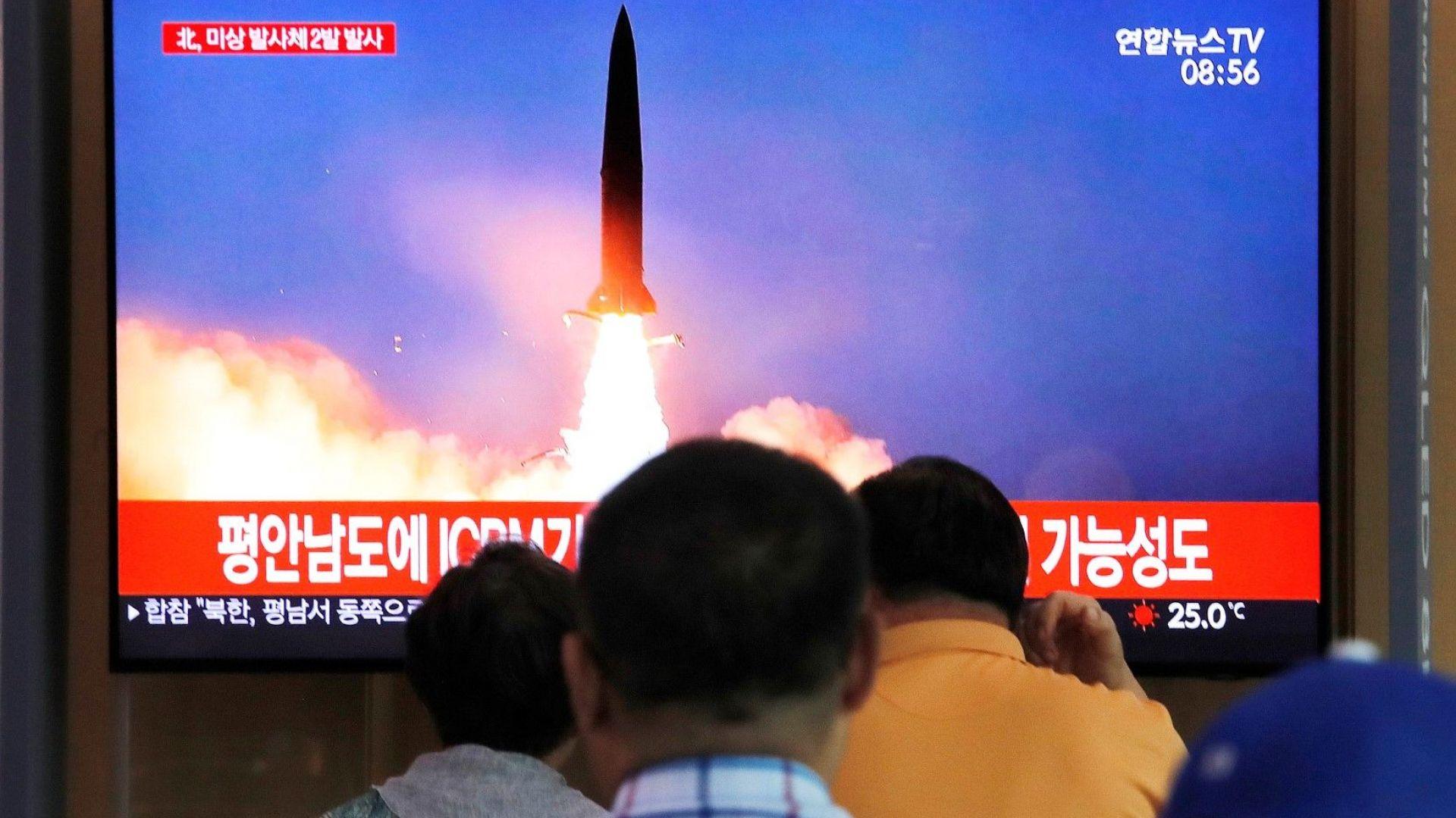 Севернокорейска балистична ракета се разпадна над морето на Япония