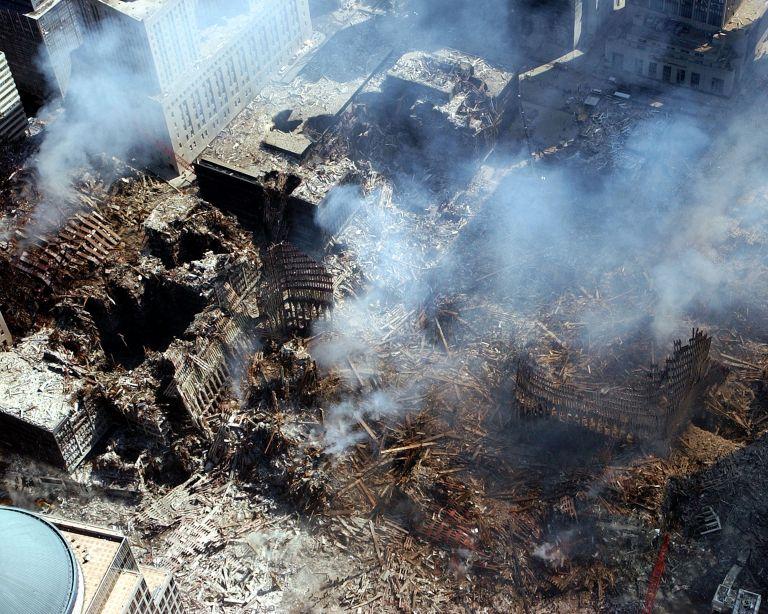 Два от отвлечените самолети бяха умишлено разбити в двете кули близнаци на Световния търговски център в Ню Йорк