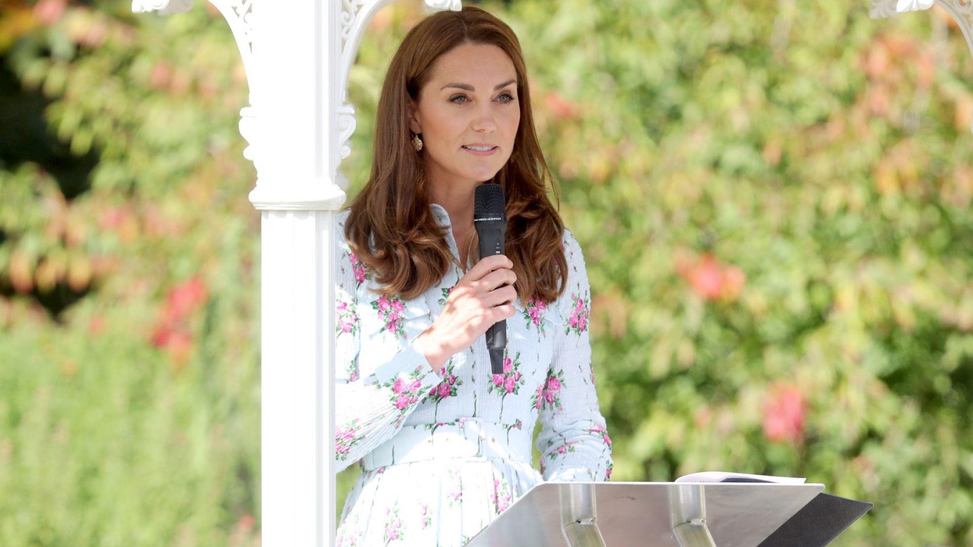 Кейт откри нова версия на своята градина с флорален тоалет