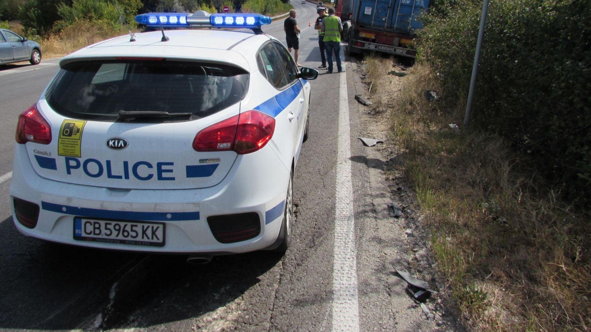 Челен удар между камион и кола блокира пътя Русе-Плевен