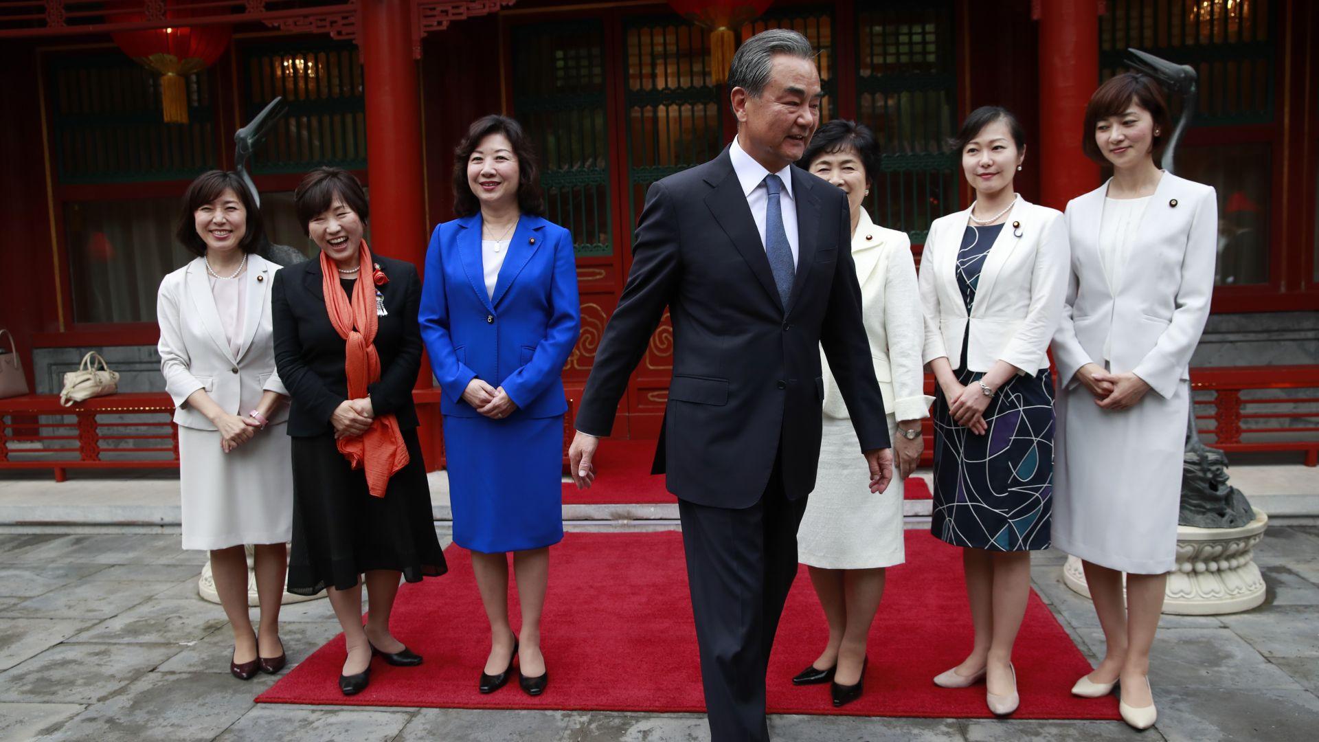 Всички японски министри подадоха оставки