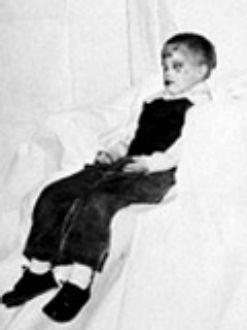 Криминалистите дори облекли детето с дрехи и го снимали, за да бъде разпознато
