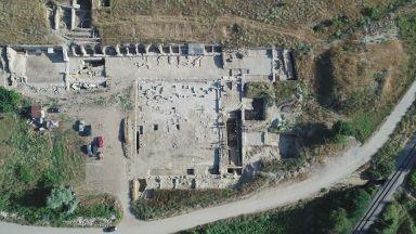 Интерактивен мост дава урок по археология направо от разкопките
