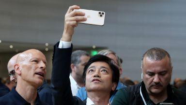 Apple иска да регистрира новия термин Slofie