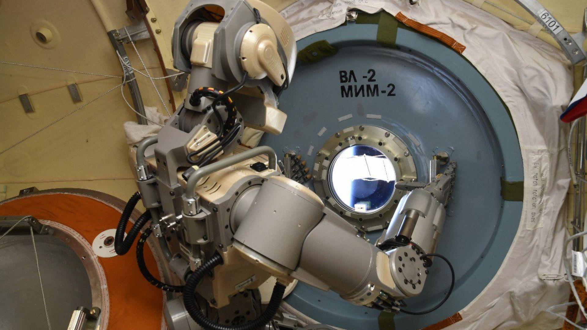 """Новият руски космически кораб ще се пилотира от робота """"Артьом"""""""