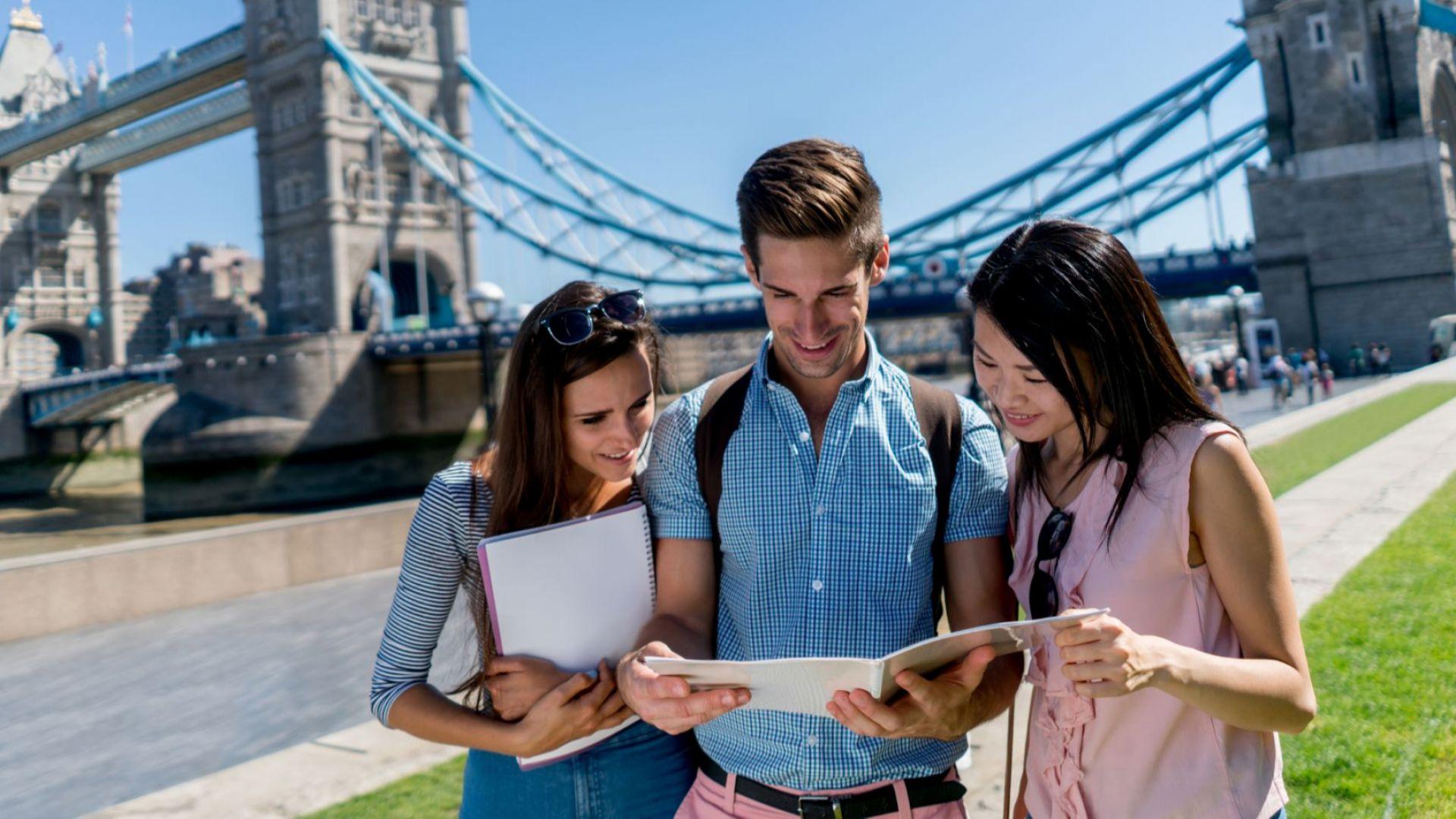 Британските власти ще разрешат на чуждестранните студенти да остават във