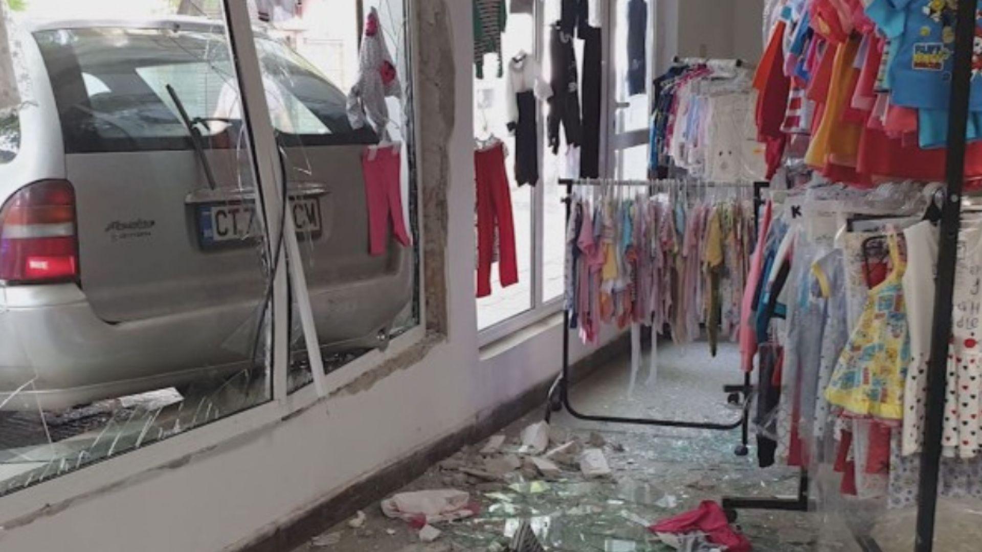 Пиян влезе с колата си в магазин, опита да избяга, заплашвайки с пистолет