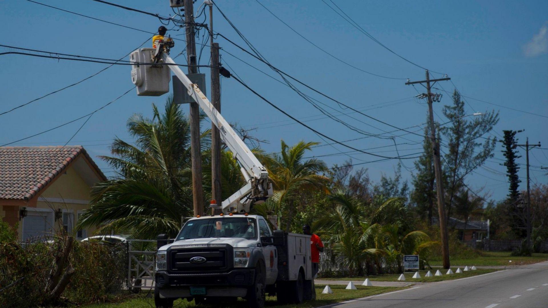 Възстановяват кабелната телевизия  след преминаването на урагана Дориан на Бахамските острови.