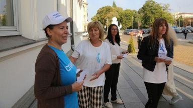 Медицинските сестри на палатки пред парламента, протестът става безсрочен