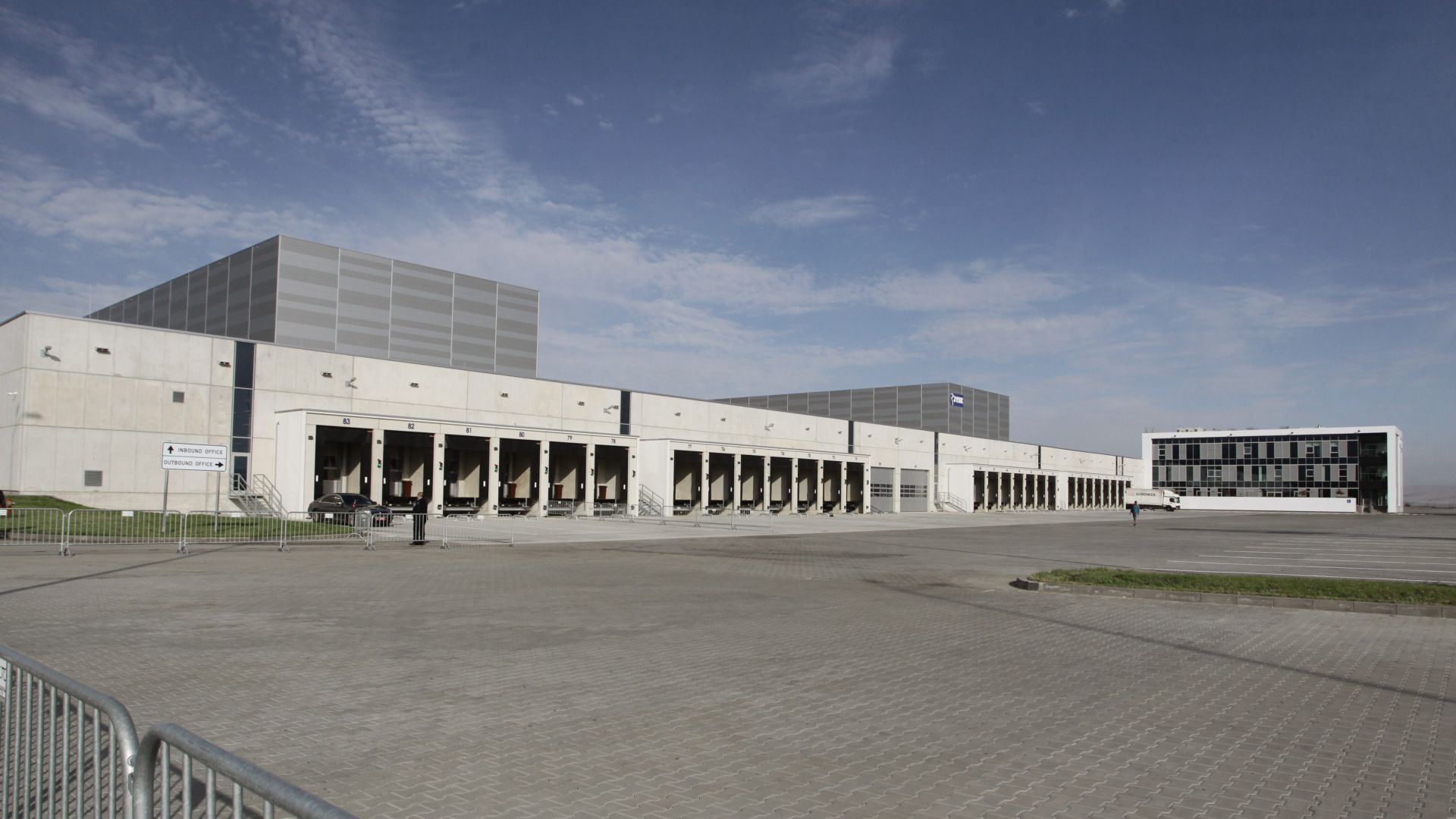 Новият дистрибуционен център в Божурище