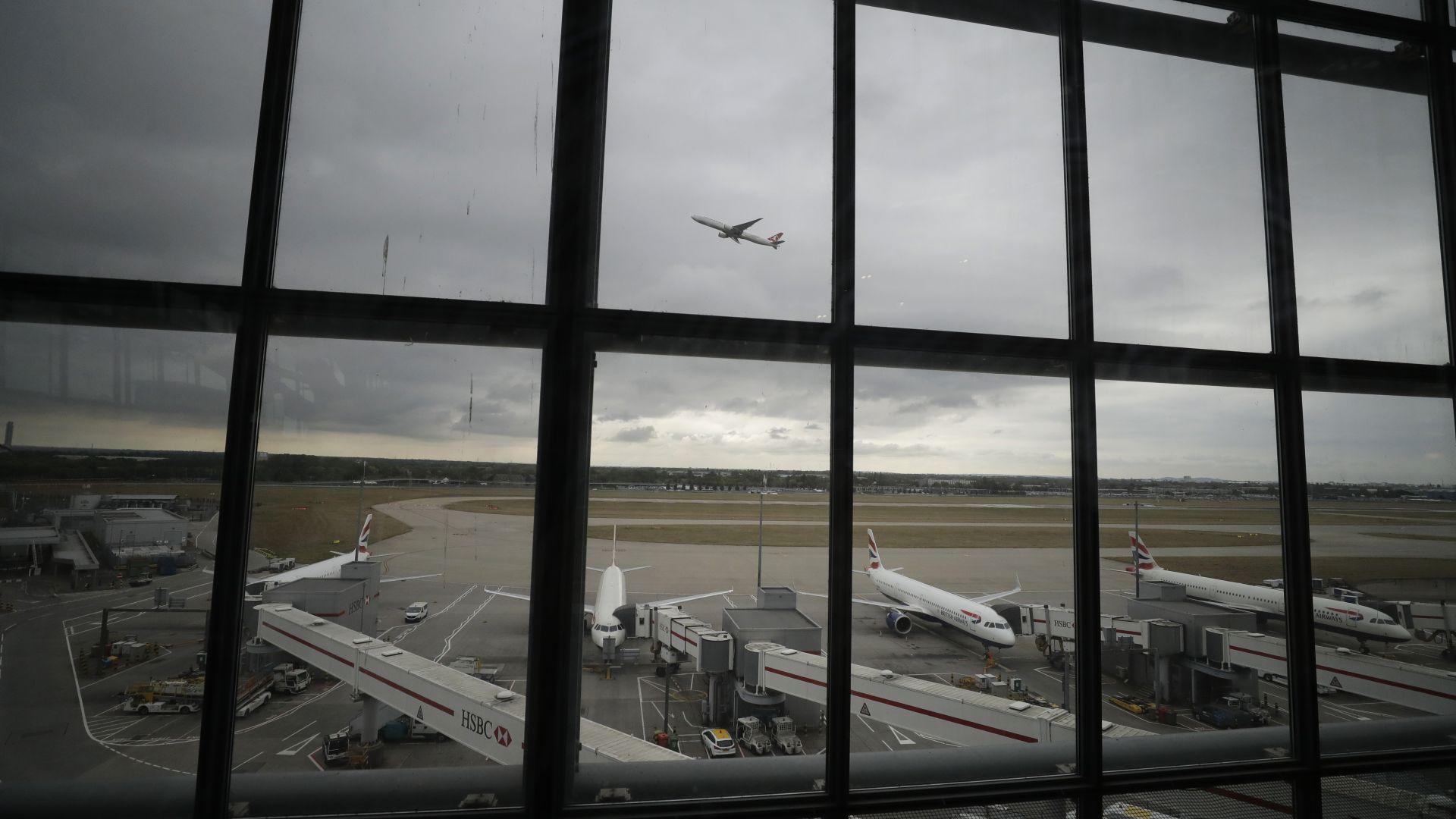 """""""Пауза за Хийтроу"""" ще атакува летището с мини самолетчета"""