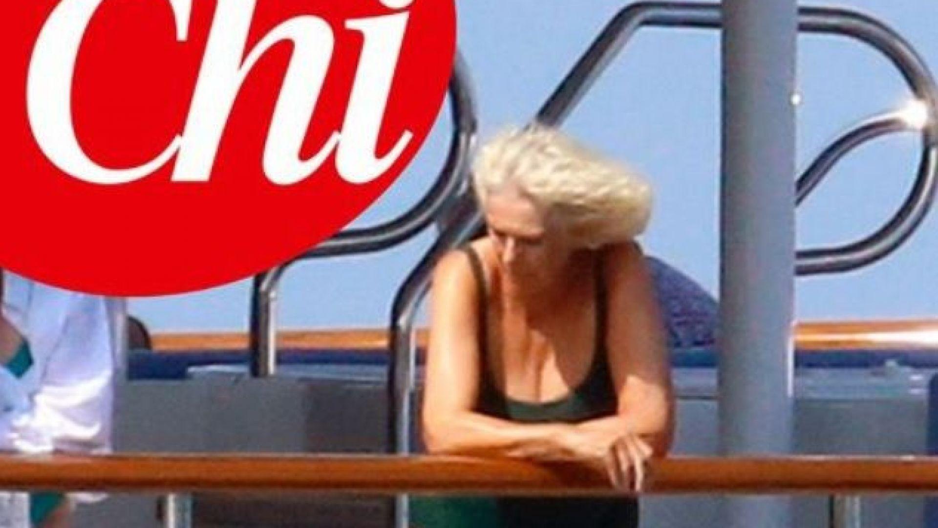 Списание на Берлускони публикува снимки на Камила по бански