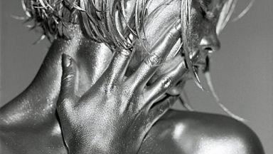 Фотограф превръща жени в живи скулптури