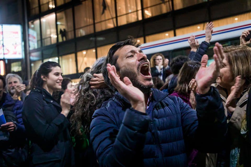 Прогнозните резултати дават преднина на  левоцентристкият кандидат Алберто Фернандес с 16 % преднина пред Маурисио Макри.