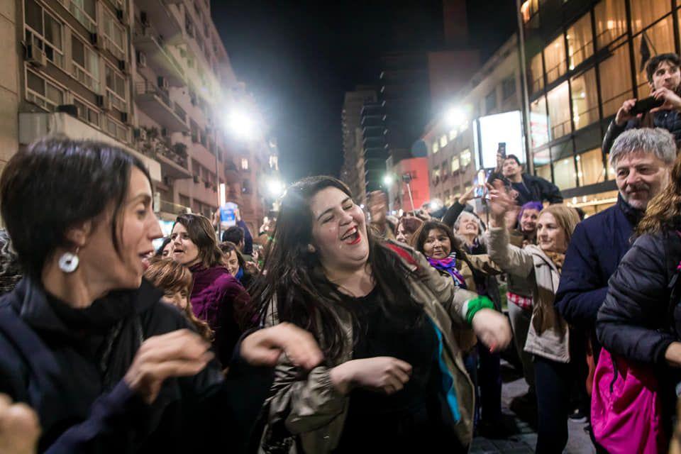 Текстът на песента разказва за аржентинската икономическа криза - рецесия, галопираща инфлация