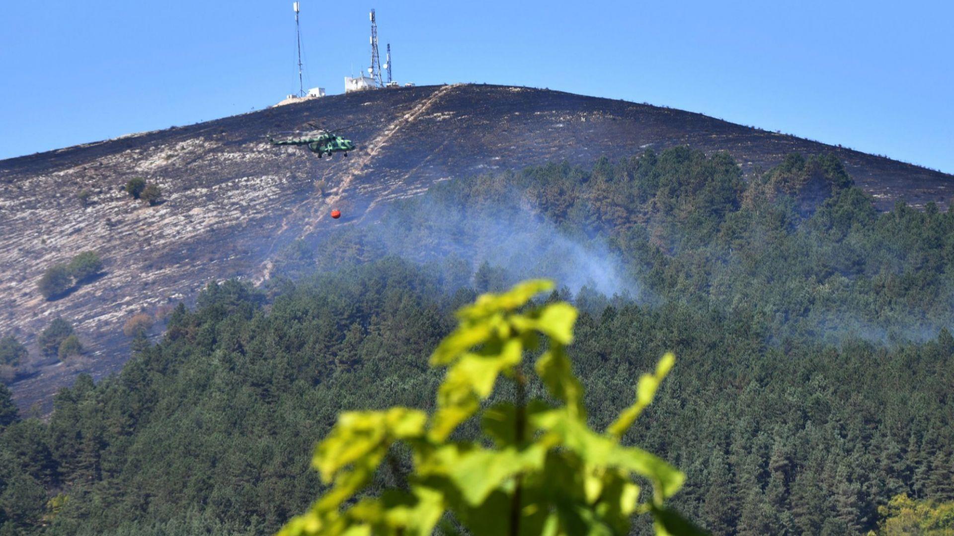 Военен хеликоптер Ми-17 гаси два големи пожара