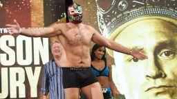 Шоуто на Циганския крал не спира - влиза в кеча за мач в пустинята