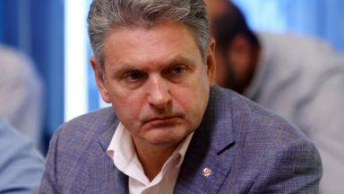 Връчиха 50 тома секретно обвинение на Малинов, той се оплака от кола на US посолството