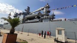 Огромен турски боен кораб акостира във Варна (снимки)