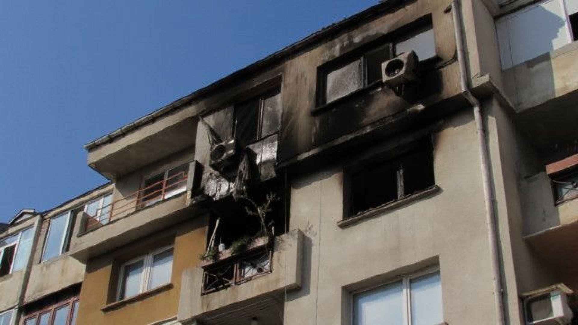 Възрастен мъж загина при пожар в дома си в Русе.