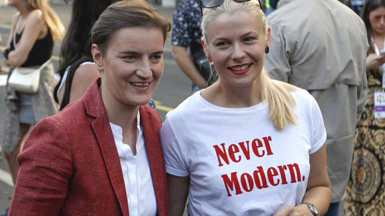 Започна гей парадът в Белград, сред присъстващите са и премиерът Ана Бърнабич и партньорката й
