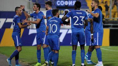 Левски се завърна към футбола с победа над последния в Първа лига