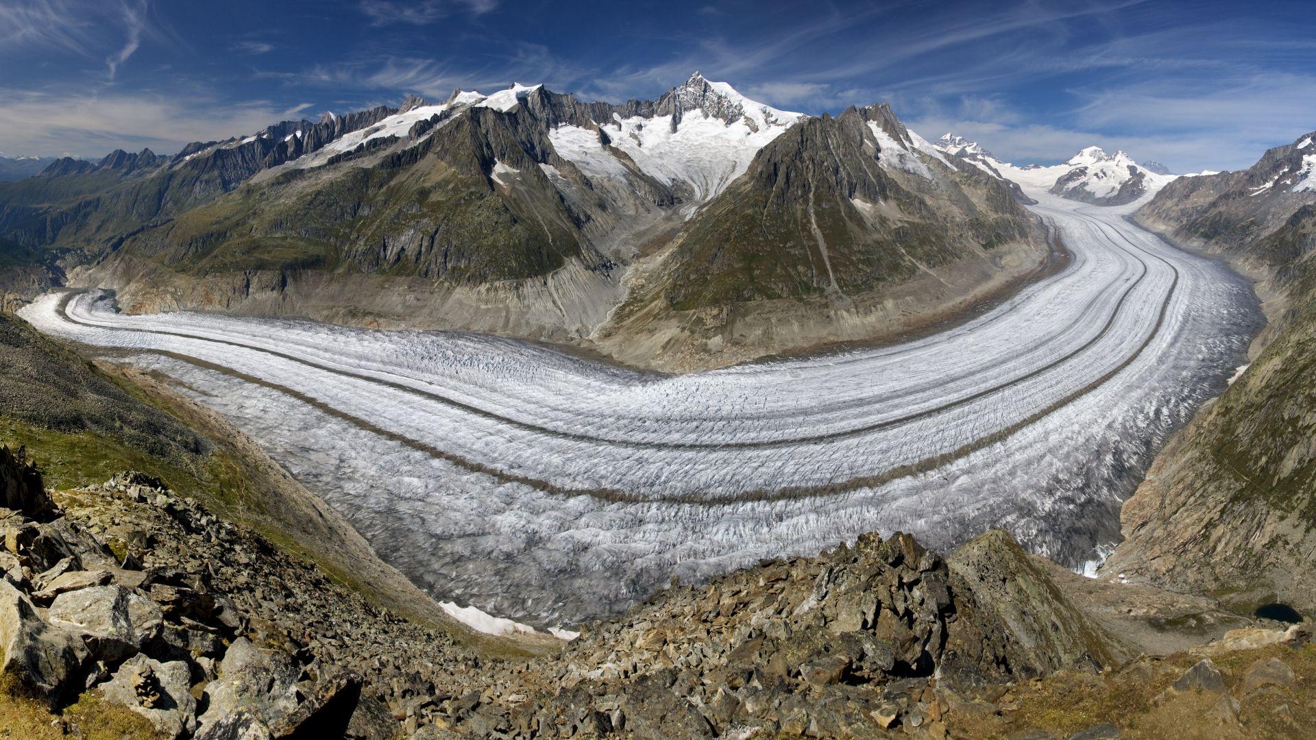 Бяло платно отново предпазва ледника Презена  от слънчевата светлина